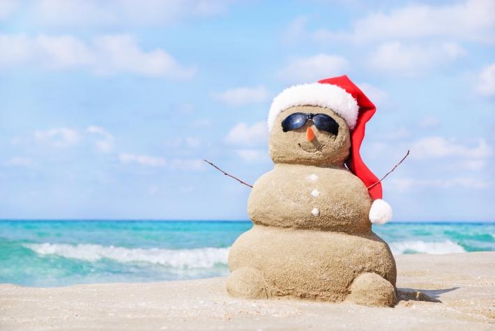 sandy-snowman-christmas-beach